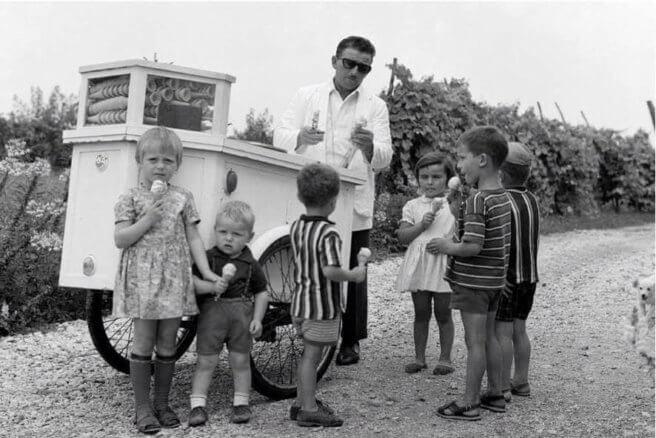 """Foto storica che raffigura Orlando """"Lalo"""" Girotto e i figli Roberta, Franco, Marco, Valerio, Caterina ed Emanuela."""